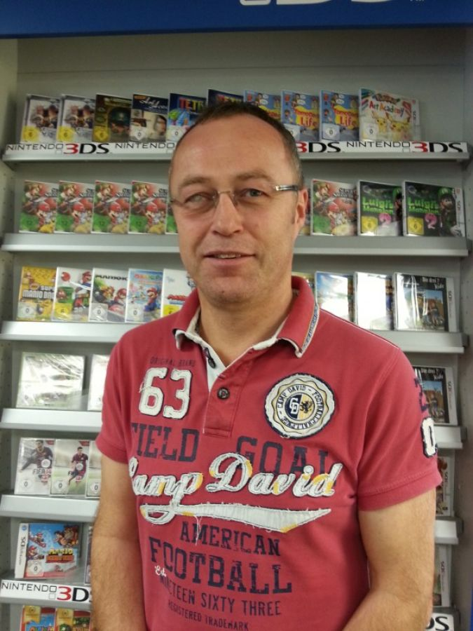 "Rainer Trapp bietet den Großvätern bei ""Spielwaren Bald"" zielgerichtet Klassiker an."