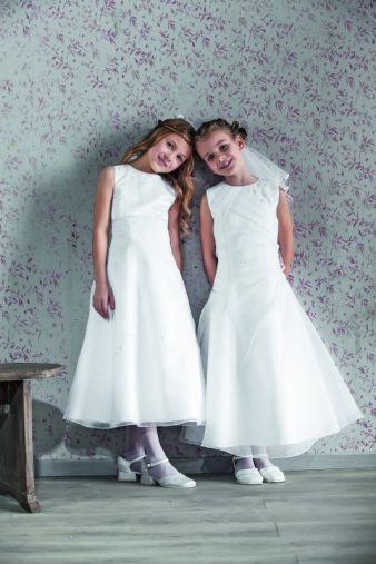 Auch heute noch ein Dauerbrenner: Duftige Kommunionkleider ganz in Weiß.