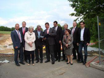 Baustellenbesichtigung mit Bürgermeister J. Hoffmann, M. Hauspurg, K. Schwedt, D. Schwedt, F. J. Pschierer, M. Schöffel, T. Engel, Da. Schwedt, K...