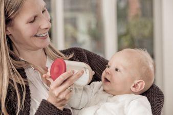mimijumi macht's möglich: Durch natürliches Stillen erfahren Mutter und Kind intensive Nähe.