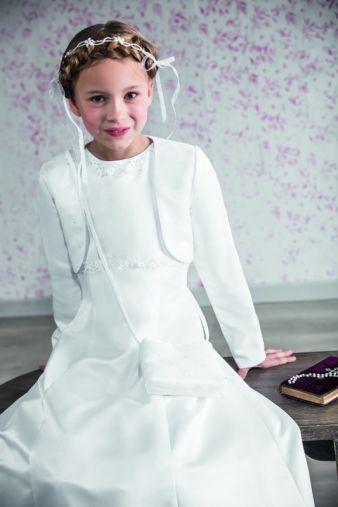 Perfekter Auftritt für die Kommunion: Kleid mit passendem Bolero von Emmerling.