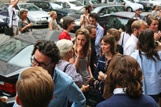 Großer Andrang vor dem Eingang der Berliner Galerie für Moderne Fotografie.