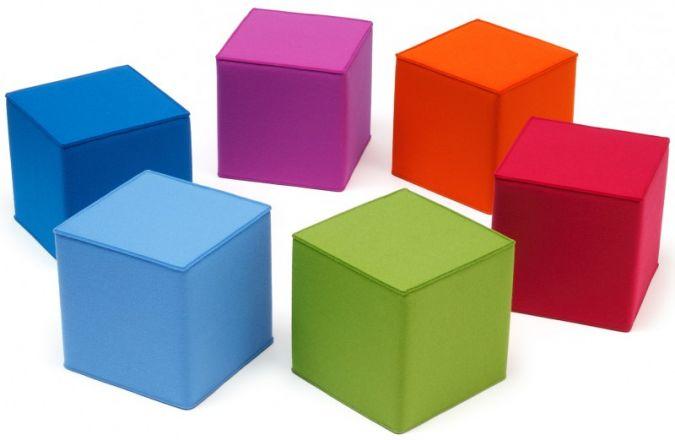Mit ihrem farbenfrohen Design sorgen die Sitzmöbel Quart Kid von HEY-SIGN für Abwechslung im Kinderzimmer. Foto: Reimund Braun