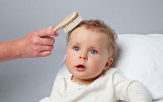 Die Bio-Ziegenhaarbürste ist für die Pflege des feinen Babyhaars geeignet.