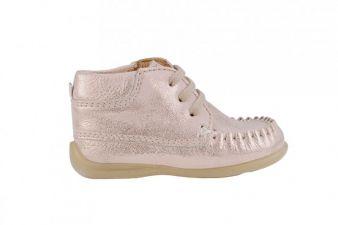 Auf Pink müssen Mädchen auf bei Schuhen nicht verzichten.