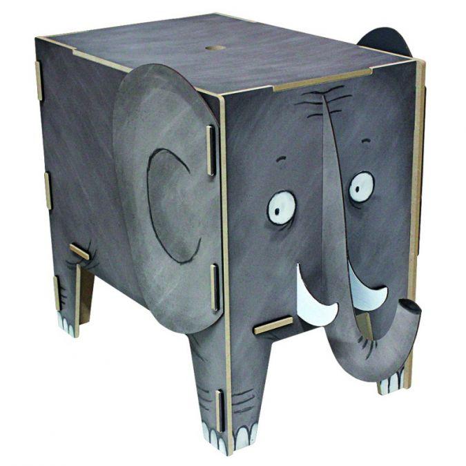 Die Vierbeiner (46 cm x 43 cm x 28,5 cm) müssen zusammengesteckt werden, bevor sie ihre Aufgaben im Kinderzimmer erfüllen.