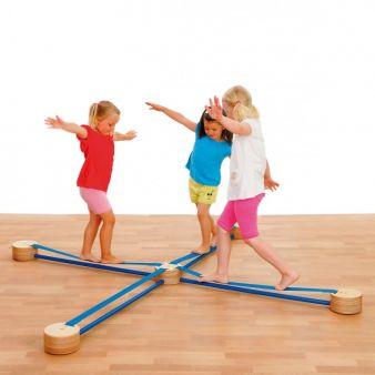 Mit der ausgezeichneten Slackline von Selecta haben bereits Kinder ab zwei Jahren einen riesengroßen Spaß.