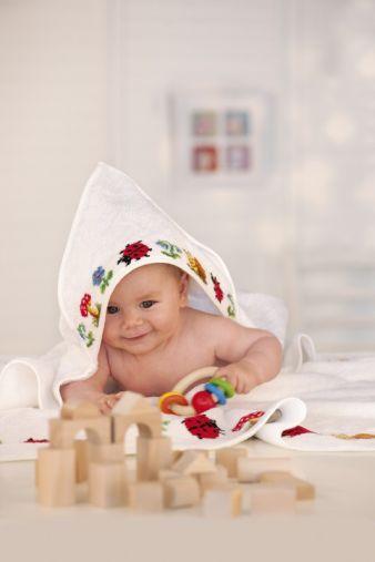 Die Ernst Feiler GmbH ist bekannt für die Herstellung echter Webchenille - die Kinderkollektion besteht aus weichem Frottier mit feiner Chenilleka...
