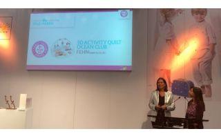 Marie-Luise Lewicky von Eltern und urbia.de-Chefredakteurin Petra Fleckenstein präsentierten die Verleihung der Kund + Jugend Family Consumer Awards.