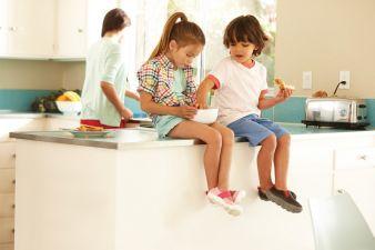 Die Busy Day-Modelle sind dank Softshell und 4-Way-Stretch leicht an- und auszuziehen.