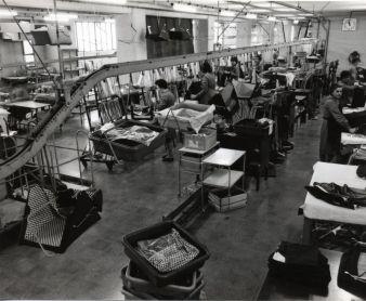 So sah die Fertigung in der Anfangszeit aus – heute wird entsprechend den ISO 9001-Richtlinien zum Qualitätsmanagement produziert.