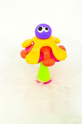An der Unterseite des lustigen Octopus befinden sich Saugnäpfe, die auf jedem glatten Untergrund haften.