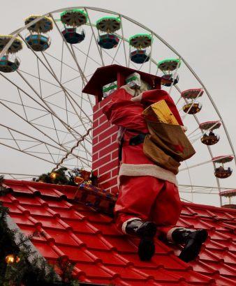 Der Weihnachtsmann – auch eine Art Versandhandel.   Foto: Pixelio.de/Karl-Heinz Laube