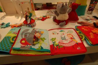 Die ausgestellten Stoff-Märchenbücher von Lilliputiens waren in diesem Jahr für den Toy Award nominiert.