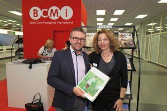 Vereinbarten die Zusammenarbeit auf der Kind + Jugend: BCMI-Präsident Marek Jankowski und baby&junior-Chefredakteurin Lioba Hebauer.