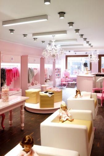 Im Münchener Mädchen-Kosmetiksalon Monaco Princesse können junge Damen jede Menge erleben – und ganz nebenbei einiges Geld im Geschäft lassen...