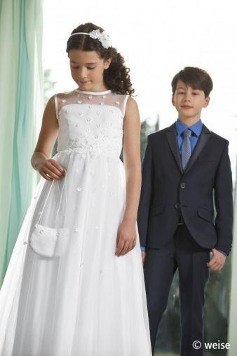 Auch Jungs finden den passenden Anzug aus Fichtenau.