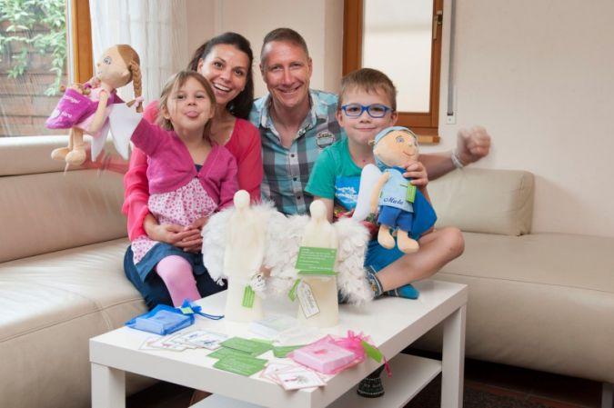 Gemeinsam stark: Familie Braun mit ihren Mutmachern Luma, Malu und Dabea.