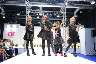 Die wichtigsten Labels präsentieren ihre Mode-Kollektionen auch auf dem Catwalk.