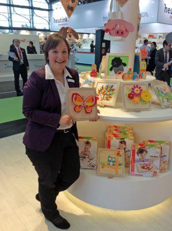 Verena Hahn von Beleduc hat auf der Messe in Nürnberg alle Hände voll zu tun - aber dennoch immer auch Zeit, die Neuheiten im Sortiment vorzustel...