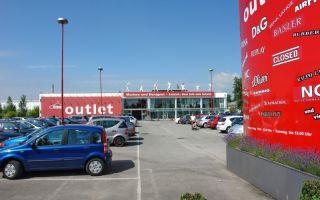 Im KRAUSE-OUTLET wird günstige Marken-Bekleidung für Endverbraucher angeboten.