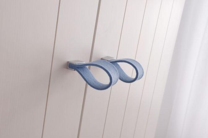 Die modernen Griffe in Filz oder Leder sind Hingucker im Kinderzimmer.