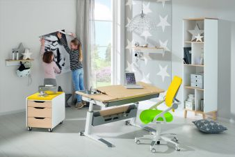 paidi schreibtisch mit klasse baby junior fachmagazin f r kinderausstattung und mode. Black Bedroom Furniture Sets. Home Design Ideas