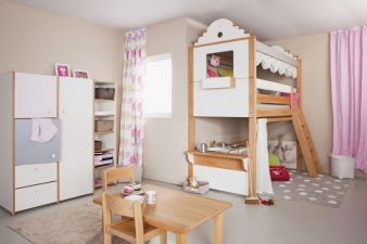Die debe.delite-Hochbetten für Kinder ab vier Jahren haben eine Liegeflächenhöhe von 100 cm.