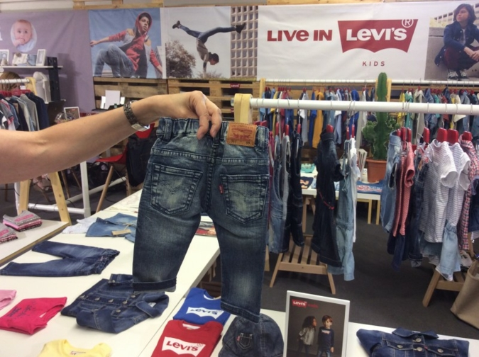 Am Levi's Stand - coole Jeans mit Wohlfühlfaktor.