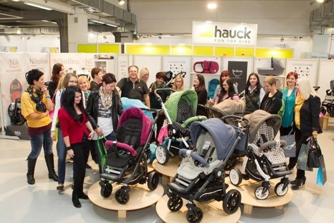 Zahlreiche Besucher informierten sich bei der KIDS Austria über die Neuheitem im Kinder-Hartwaren-Bereich.