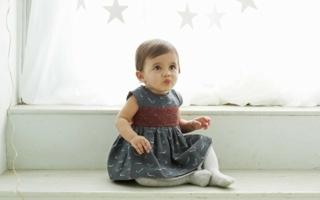 Neben vielen anderen Designer-Marken ist auch das UK-Label Marie-Chantal im Online-Shop kid-à-porter vertreten.