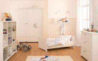 Hochwertig verarbeitete Kindermöbel, liebevoll ausgesuchte Textilien und ein Gespür für Mode schaffen einen Ort, in dem sich die Kleinen wohlfü...