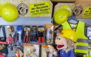"""Das Betreten von Beatrix Rosenbergs """"Spielschiff"""" in Düsseldorf ist auch Männern ohne Kindern erlaubt."""