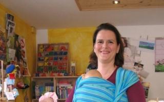 Um werdende Mütter zu unterstützen, bietet Katharina Krapp Trageberatungs- und Säuglingspflegekurse im Laden an.