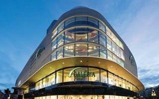 Galeria Kaufhof hat eine neue Mutter: Künftig gehört die Kette dem kanadischen Handelsriesen Hudon's Bay Company aus Toronto - hier die Filliale an...