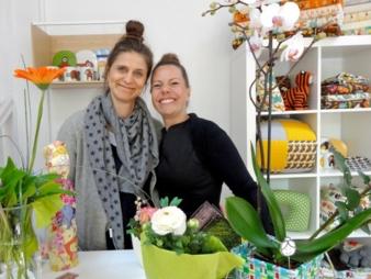 Die Geschäftsführerinnen Annette Frese (links) und Eva Polak sind nach der Ladeneröffnung guter Dinge.