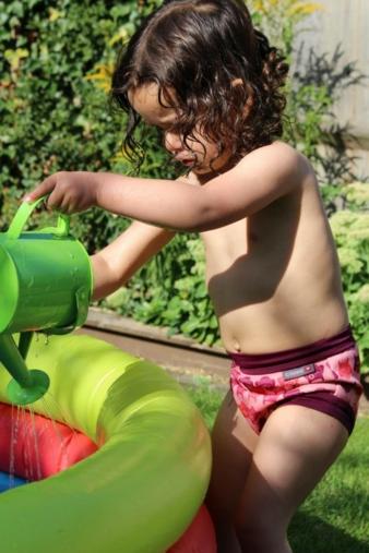 Ganz neu und durch doppelte Beinabschlüsse sehr auslaufsicher: die Close Swim Nappy.