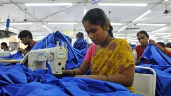 In der Textilindustrie herrschen schlechte Bedingungen: Vor allem in Drittländern leiden Näherinnen unter schlechter Bezahlung, Leistungsdruck un...