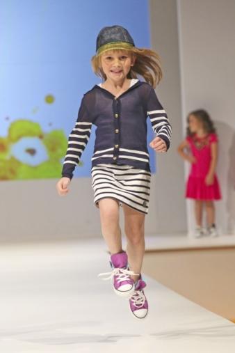 Große Sprünge macht bei uns die Kindermodebranche im Juli. Foto: Gaultier, © Luna media