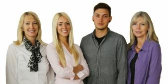 Von der nächsten Generation mit Elena Semsch und Alexander Schneider (Mitte) werden die beiden Schwestern und SANDINI-Gründerinnen Angelika Semsc...