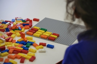 Lego-Braille-Set-Kind.jpg