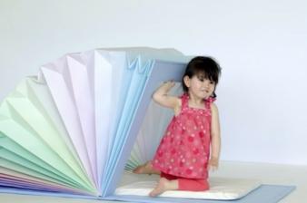 """Future of kids design: In der Sonderschau präsentiert IK&SK Design das """"sleepy book""""."""