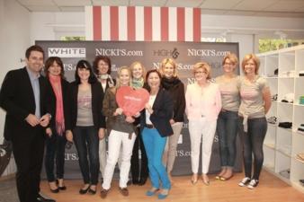 """Das Team von """"Nicki's"""" in Rottach-Egern mit dem Geschäftsführer Philipp Bächstädt (links) und der Gründerin Elke Bächstädt (3. v. r.)."""