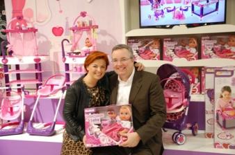 Grund zum Lachen haben Beatrice und André Schur von hauck toys for kids mit ihrem neuesten Baby.