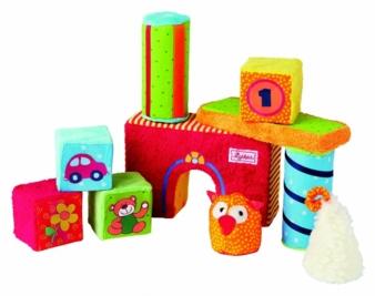 Aus Textilien lassen sich nicht nur Kuscheltiere, sondern auch viele andere Spielzeuge wie etwa Bausteine herstellen, betont sigikid-Geschäftsfüh...
