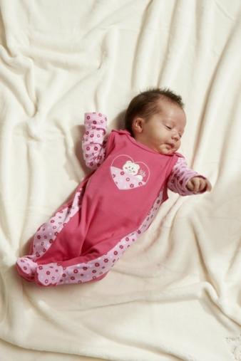 Mit Babymode von Schnizler geht es weiter.