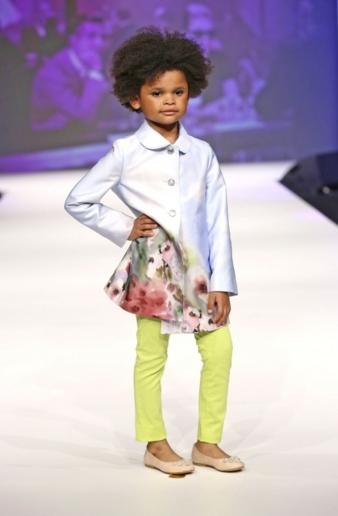 Optimistisch in Zukunft blicken in Köln nicht nur die kleinen Models der Fashion Show. Foto: Simonetta