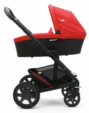 Der vielseitige Kinderwagen Chrome von joie bringt Baby-schale, Babywanne sowie Sportsitz mit, kann in beide Richtungen genutzt werden und lässt s...