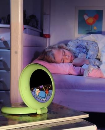 Auch wer die Uhr noch nicht lesen kann, erkennt auf dem Kid'Sleep Globetrotter sofort, ob es schon Zeit zum Aufstehen ist.