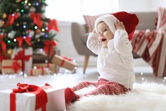 Baby-vorm-Weihnachtsbaum.jpeg